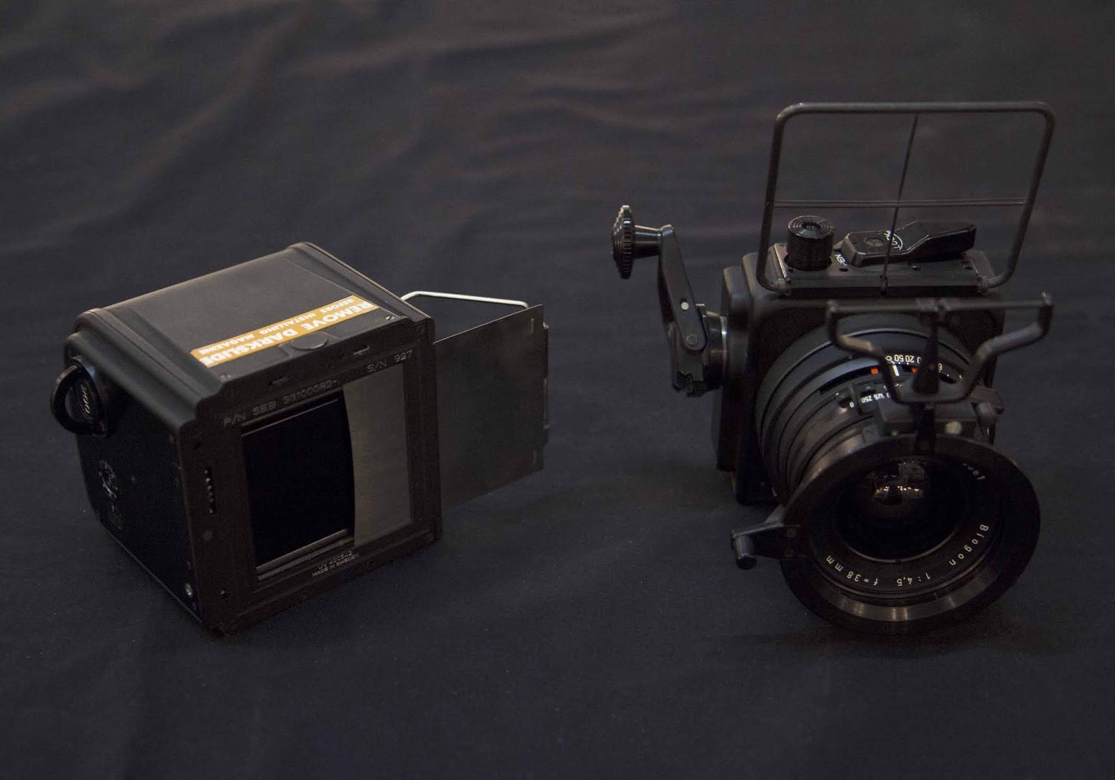 elrectanguloenlamano: HASSELBLAD LUNAR SURFACE SWC WITH CARL