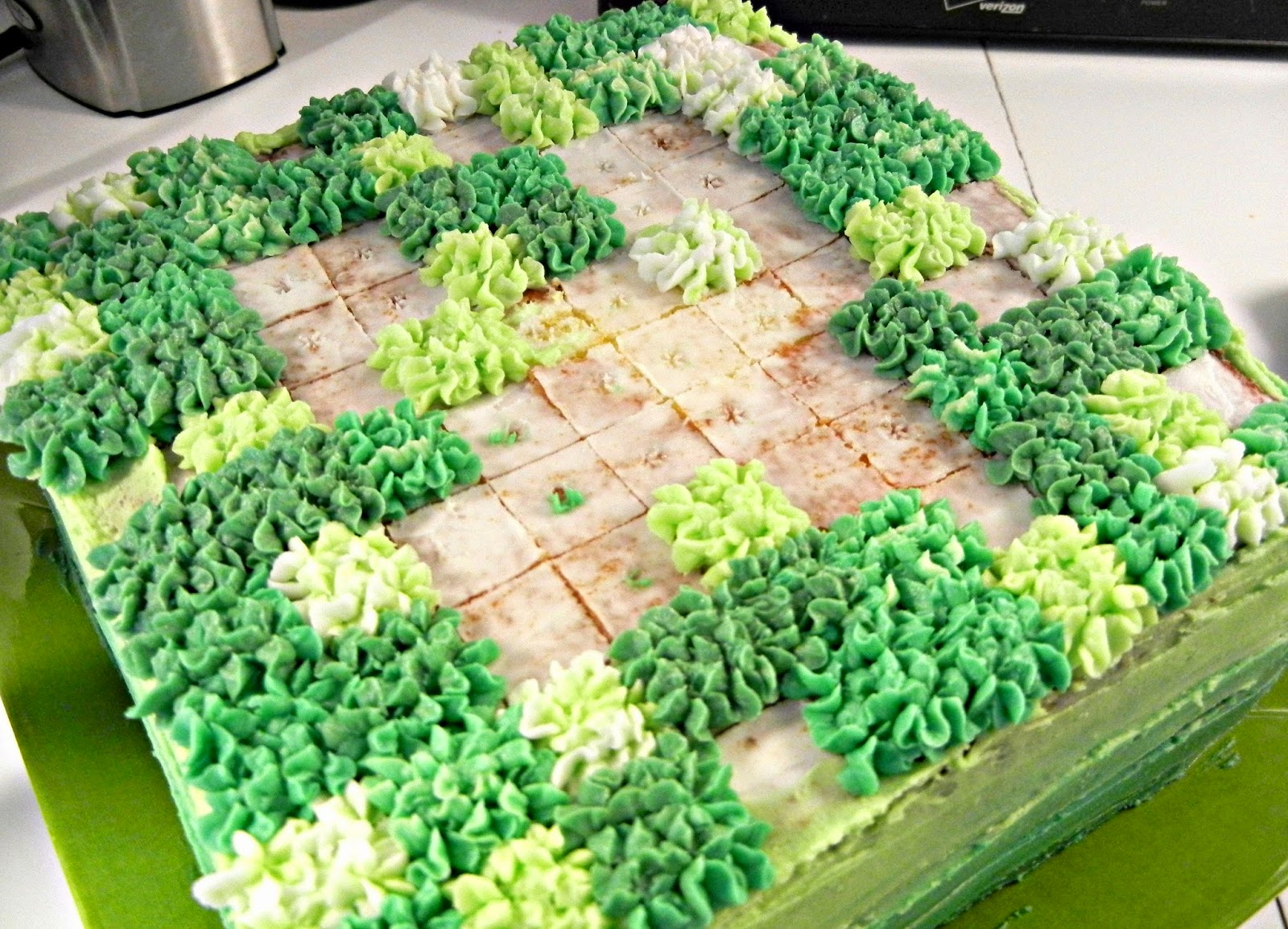 Sugar Swings Serve Some Minecraft Creeper Cake And Character