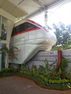 Liburan si Putri. Cerita Liburan ke Jakarta. Pusat Primata Terbesar di Jakarta