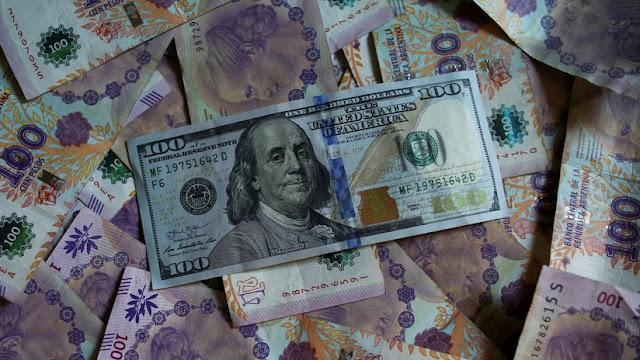'Hacer puré', el 'cepo' y los tipos de dólares: el glosario definitivo de la crisis argentina