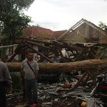 Allohuakbar... Angin Puting Beliung Melanda Kabupaten Pangandaran