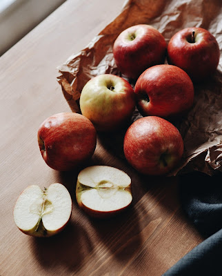 """""""eat an apple"""" is a mantra to help us choose simple solutions to our problems"""