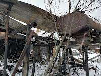 (ФОТО) В результате пожара на площади 27 кв. м повреждены деревянные надворные постройки и частная баня.