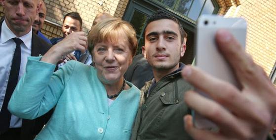 Μήνυση κατά της Α.Μέρκελ για την ανεξέλεγκτη παράνομη μετανάστευση κατέθεσε το AfD