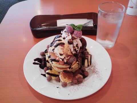 バースデーパンケーキ¥0-2 デニーズ高岳店
