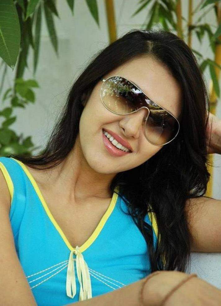 8 Hot Pictures of Sakshi Shivanand | Bollywood latest ...