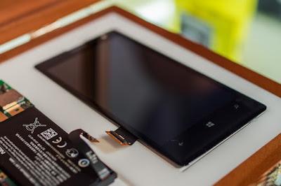 Thực hiện thay mặt kính điện thoại Nokia Lumia 925