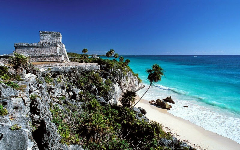 pantai terindah di dunia selanjutnya adalah tulum yang berlokasi meksiko ini menyuguhkan keindahan laut biru hamparan pasir putih serta