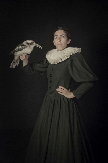 Photo by Tami Bahat - The Bird Handler - 2016 - From the Dramatis Personae series | fotos surrealistas bellas, imagenes chidas de obras de arte contemporaneo en claroscuro