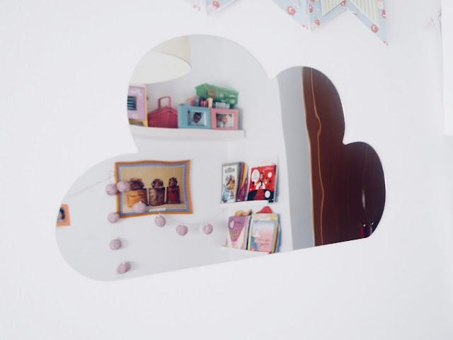 photo-sostiene-grene-deco-novedades-niños-sueños-de-infancia-espejo-nube