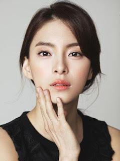 pemain rugal Jung Hye-In sebagai pemeran Song Mi-Na