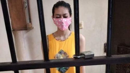 Viral Foto Nani Peracik Takjil Sianida Dasteran dalam Sel Tahanan