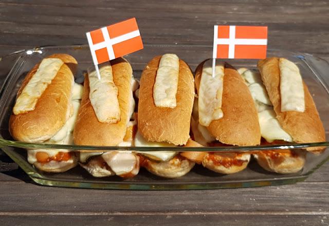 Rezept: Dänischer Hot Dog Auflauf. Je größer die Auflaufform, desto mehr Hotdogs passen hinein!