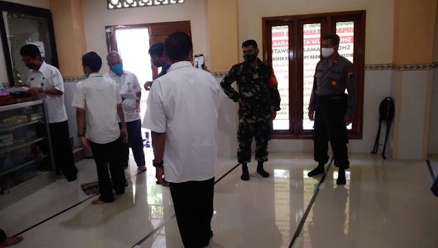 Menghadapi New Normal Danramil 04/Pedan Bersama Muspika Meninjau Tempat Ibadah