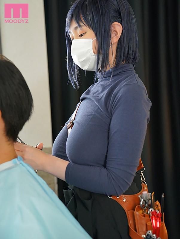 原作重现!那位戴着口罩、表情冷漠、剪大头玩小头的大奶理髮师是?