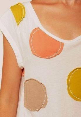 camiseta con círculos de tela cosidos