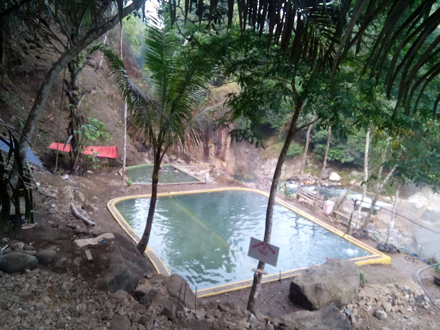 kolam-renang-di-selaawai-talegong