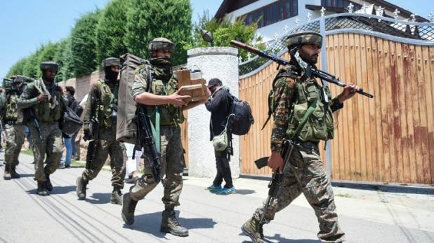 जम्मू कश्मीर के अनंतनाग में आतंकियों और सुरक्षाबलों के बीच मुठभेड़ में 2 आतंकी ढेर!