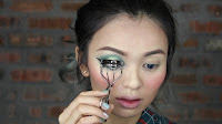 Sparkling Green New Year's Eve make up -Curl again with eyelash curler.