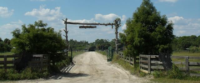 Entrada a un rancho