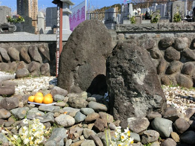 満江御前の墓