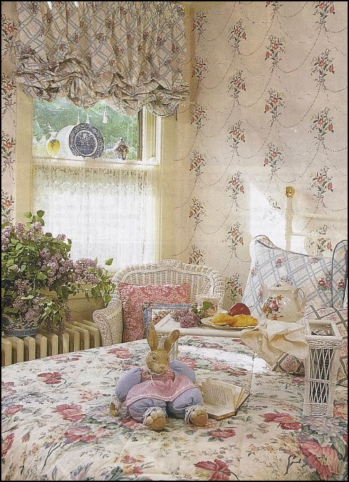 Decorating theme bedrooms maries manor sitting rooms for Floral bedroom decor
