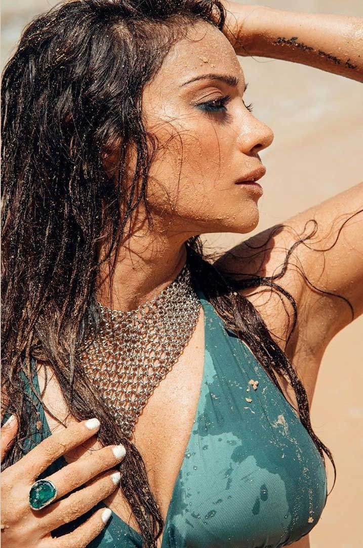 Sexy Megha Gupta Hot in Bikini flaunting Cleavage