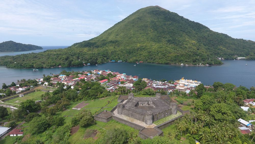 Aerial view of Banda Neira with Fort Belgica in the foreground