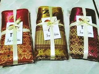 souvenir pernikahan dompet songket