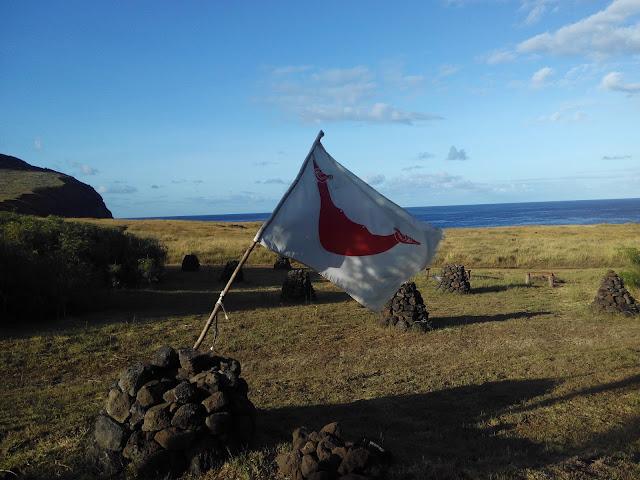 Reimiro bandera de Isla de Pascua