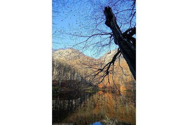 Озеро Гаранохур на фоне окрестных гор