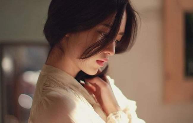 Đàn bà dẫu trải qua bao đau thương cũng đừng sống lạnh lùng như sỏi đá