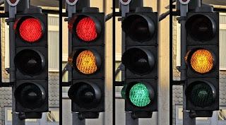 De ce culorile semaforului sunt roșu, galben și verde?