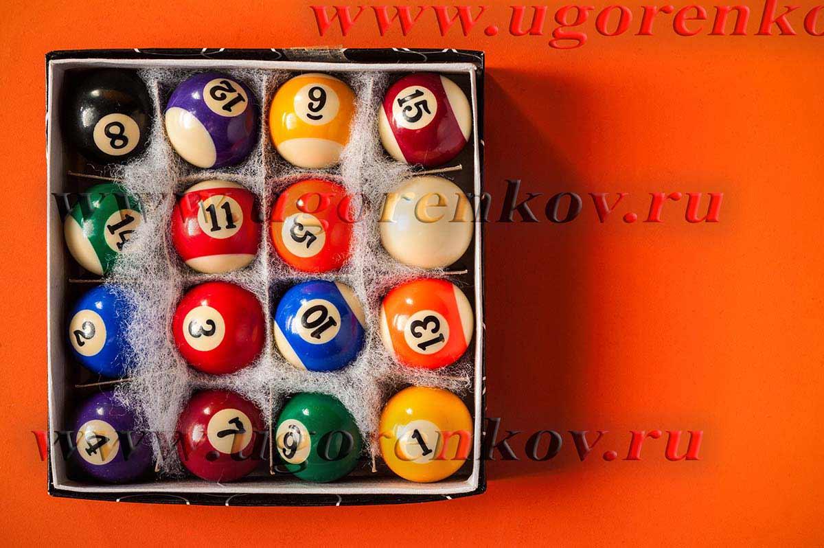 фото бильярдных шаров в коробке