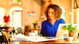 Femme travail en ligne, gagner de l'argent en ligne pour vendre ses documents
