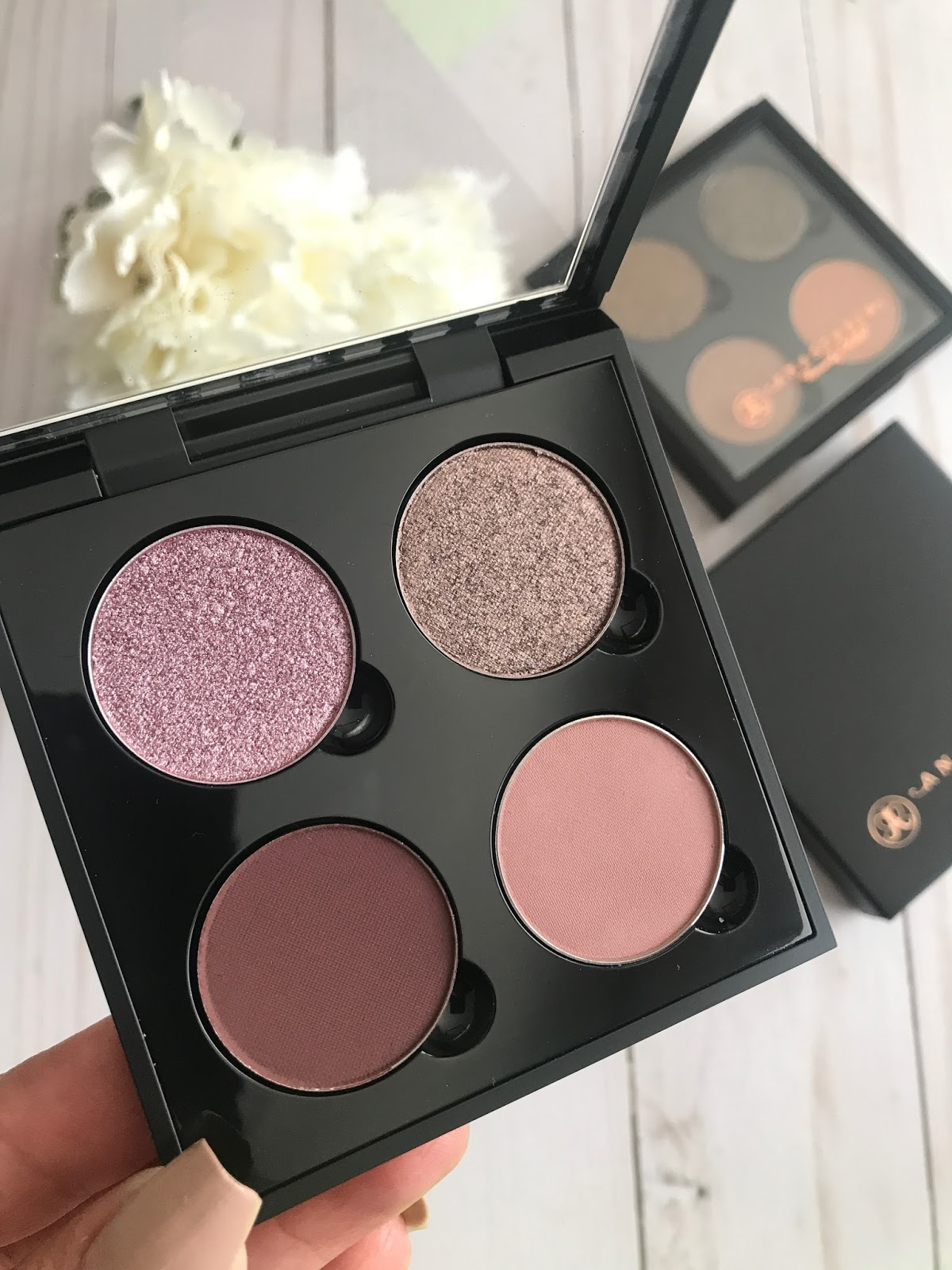 Im A Very Big Fan Of ABH Shadow Palettes But Didnt Own Any Their Single Shadows Until This January An Quad Is One Those Things That Always