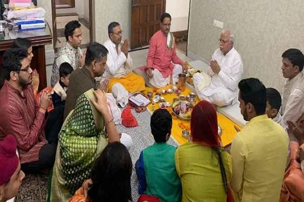 cm-manohar-lal-pray-for-2-5-crore-haryana-citizen-on-diwali-pooja