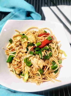 Serving Chicken hakka noodles in a bowl