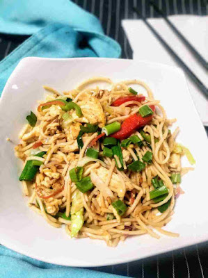 Serving Chicken hakka noodles in a bowl