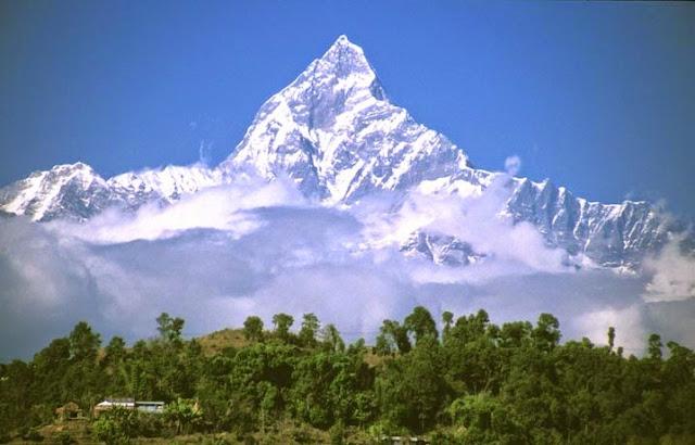 Daftar Lengkap 10 Gunung Tertinggi di Dunia