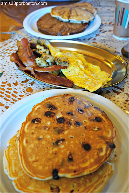 The Traditional Family Platter de Heritage Farm Pancake House, New Hampshire