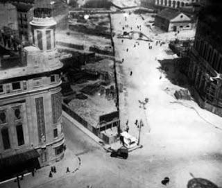 Vísta del tercer tramo de la Gran Vía en obras, desde la plaza de Callao (1923-1930)