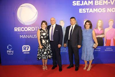 Marcus Vinicius Vieira e esposa Angela Vieira; e Marcelo Cardoso com a esposa Kátia Cardoso - Foto: Antonio Chahestian/Divulgação Record TV