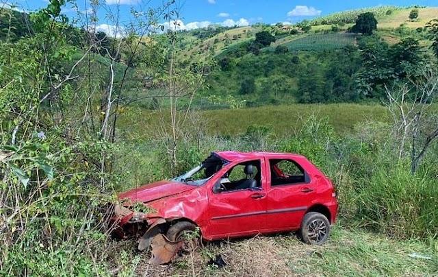 Criança morre e outras cinco pessoas ficam feridas em acidente de carro em Jaguaquara