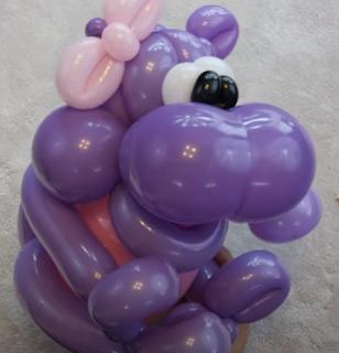 Ballonfigur eines großen Nilpferdes.