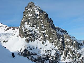 Aproximación a la rinconada de Canal Roya para escalar en hielo