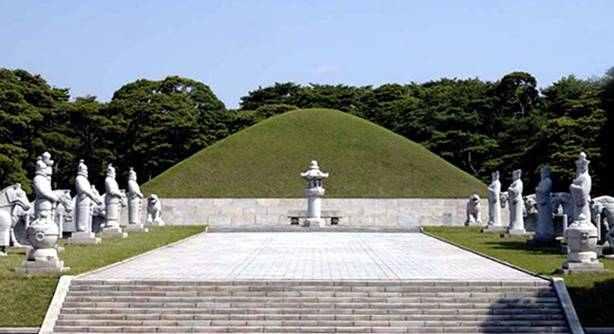 The Mausoleum of King Tongmyong