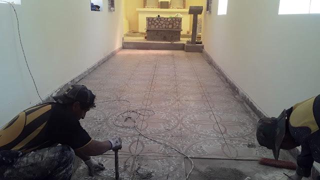 Jetzt noch den Altarraum fliesen und der Boden ist fertig