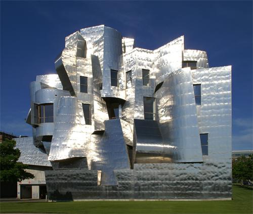 Espectacular vista de la fachada oeste del Weisman Art Museum de Minneapolis diseño del famoso arquitecto Frank O. Gehry