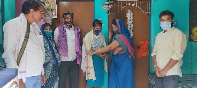 जिला पंचायत अध्यक्ष श्रीमती यादव ने सुरक्षा बल तथा जिला पुलिस में चयनित उम्मीदवारों से मुलाकात कर उन्हें बधाइयां और शुभकामनाएं दी तथा  सम्मानित किया